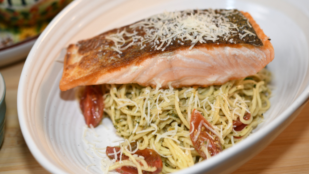 Salmon with pesto and pasta